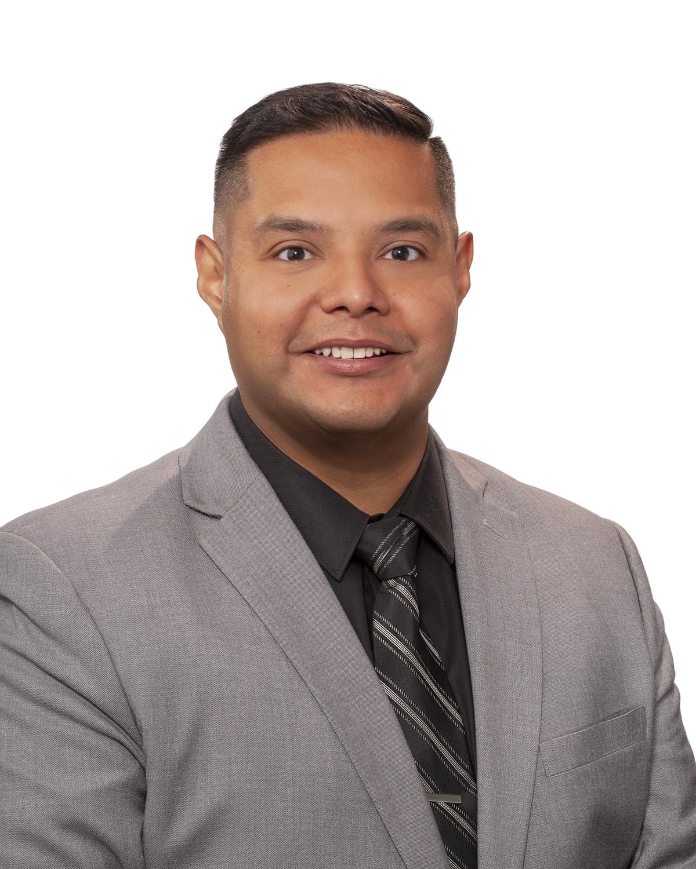 Carlos Estrada : Sales & Leasing Consultant
